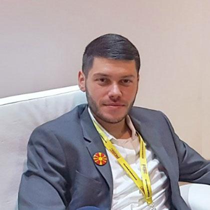 Александар Калиников