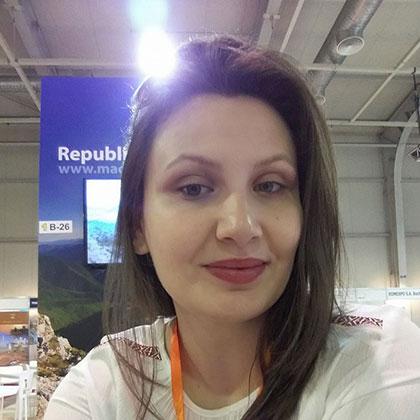 Сара T. Костовска